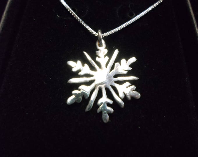 Snowflake necklace quarter size w/sterling silver chain