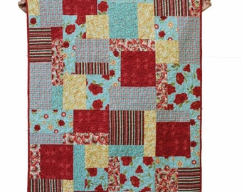 Quilt modern, lap quilt, throw quilt - Red and Green - Ready to ship