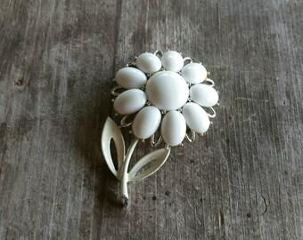 Lovely Lisner White Flower Brooch