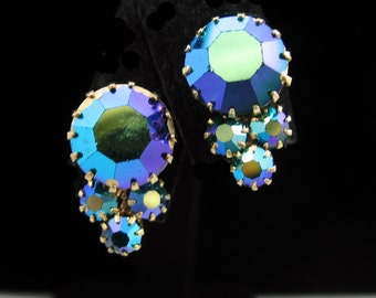 "Blue Green Aurora Borealis Rhinestone EARRINGS Screw Back AB Round Chaton Goldtone 11/16"" In Length"