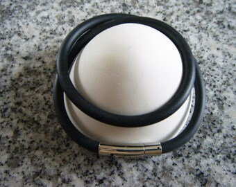 5mm thick black rubber necklace with a Stainless Steel Bayonet Clasp, Nickel color, Size about 6.5x30x7.5mm, hole: 5mm