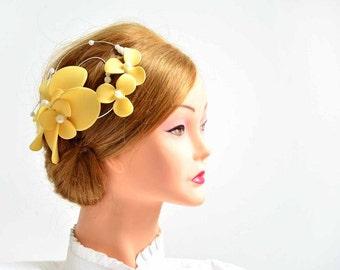 Romantic fascinator clip Yellow fascinator  Wedding headpiece Bridal hair clip Flower headpiece Wedding fascinator Wedding hair flower