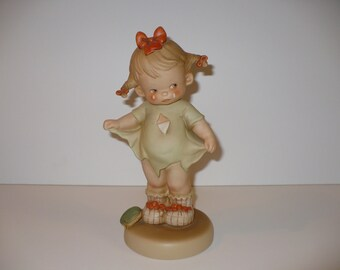 """Mommy, I Teared It, A 9"""" Memories of Yesterday Figurine (No 115924) (Retired)"""