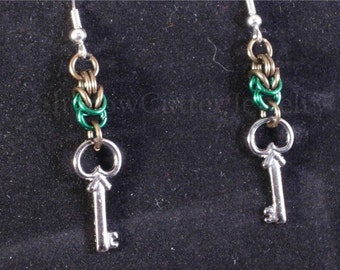 Earrings chainmaille Byzantine, Skeleton key charm, green, gun metal, hypoallergenic silver tone hooks
