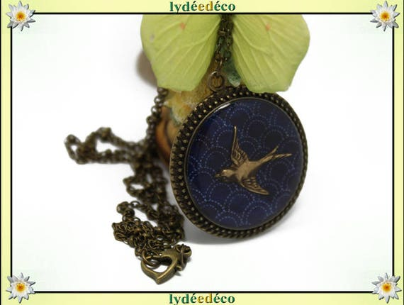 Retro bird necklace Locket from the sea: seigaiha waves Japan blue white retro resin bronze 32mm Christmas gift