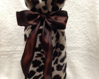 Set of 2 reversible leopard faux fur & black velvet wine bags with ribbons.