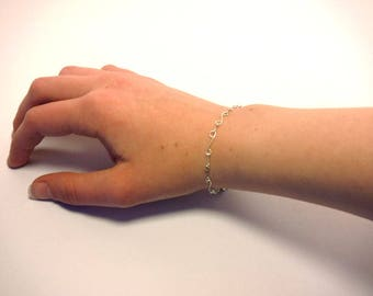 Silver Colored Wire Links Bracelet