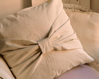 Decorative pillow in pure linen, with bow, cream linen,