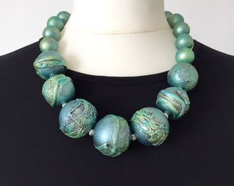 Tourquoise textured beaded necklace