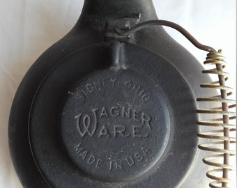 """Vintage 1960s Made in the U.S.A. Wagner Ware 9"""" Kettle.  Very nice condition for the age and the handle is intact."""