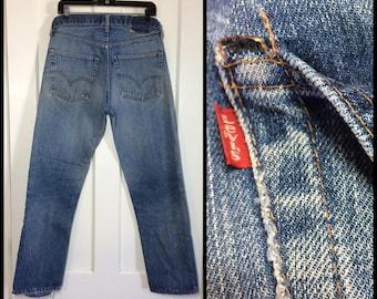 distressed Levi's 505 single stitch faded indigo blue denim boyfriend jeans measured 32X30 made in USA Talon zipper #8 button black bar #324