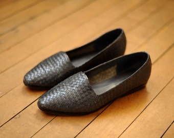 Vintage Navy Blue Grayish Woven Leather Shoes, Womens 5 / ITEM070