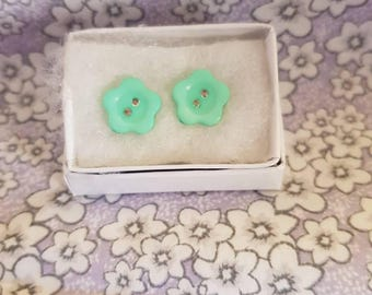 Green Button Flower Earrings. Silver plated studs