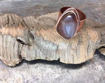 Textured Copper ring, Agate cabachon, copper ring with swirl agate cabachon, handmade copper ring