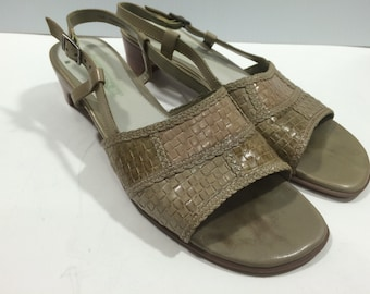 Vintage Light Olive Green & Beige Woven Leather Sandal Shoes by Trotters Ladies Size 9 1/2 M
