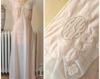 """Cor-Ann   Vintage 1930s Bias Nightgown in Pale Pink Rayon with Wide Mesh Collar and Decorated with Flowers HSR Monogram M/L Bust 38"""""""