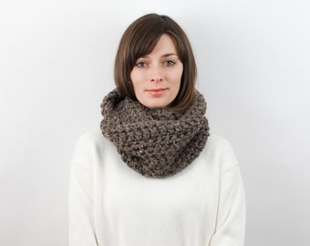 Chunky Knit Infinity Scarf Wool Blend | THE VIENNA in Barley