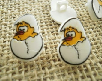 Set of 3 buttons in the shape of chick in his shell, white and yellow
