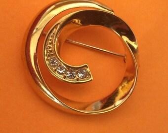 Sweet Gold Plated Rhinestone Swirl Brooch Pin