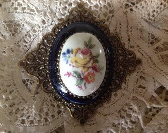 Brooch style retro, vintage porcelain cabochon