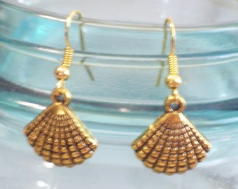 Antiqued Gold Plated Sea Shell Earrings, Beach Earrings, Beach Jewelry, Beach Wedding, Nautical Earrings, Nautical Jewelry, Gold Seashell