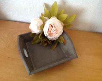 Pocket blank tray or jewelry with her bouquet