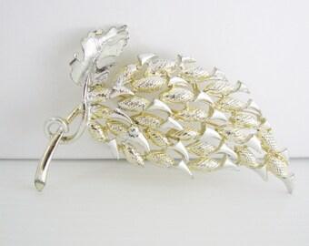 Vintage 1950s silver and light gold autumn leaf brooch (G5)