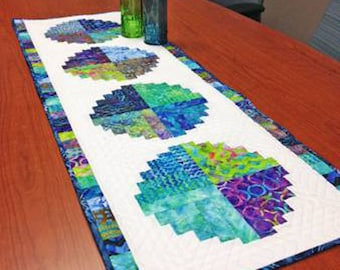 Roundabout Table Runner Quilt Pattern - Cut Loose Press CLPCAM007 - Creative Grids Curvy Log Cabin - Curved Log Cabin - Layer Cake Friendly