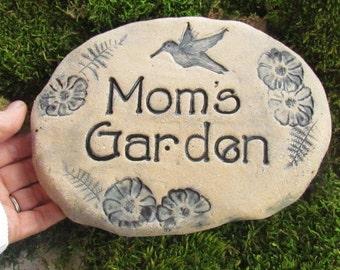 Mom's Garden, ceramic plant marker. Mom garden stone, Mom sign with Hummingbird. Ceramic Art. Natural clay pottery. Rustic home decor