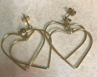 Classic gold tone 1980's dangle earrings