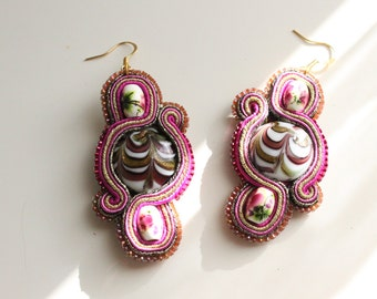 Mauve and golden soutache earrings with crystal stone. Handmade. Weddings, special occasions or gifts
