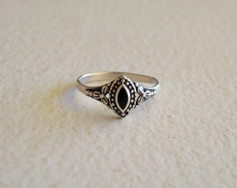 Vintage Sterling Silver 925 Ring with Onyx Inlay, Ring Size 9