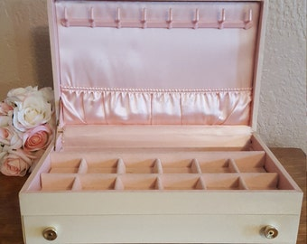 Mele Jewelry Box - Off White with Pink Interior - Jewelry Storage - Oak Hill Vintage