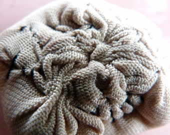 Mini brooch Dim Sum textile with pleats