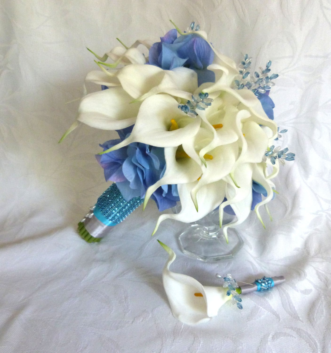white calla lily with blue hydrangea wedding bouquet real. Black Bedroom Furniture Sets. Home Design Ideas