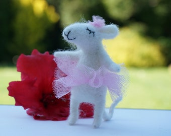 white needle felted mouse ballerina, miniature mouse, cute mouse, wool felt, felted mouse, needle felted animal, lovely mouse, collectable