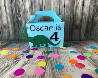 Dinosaur party boxes, personalised dinosaur party gift boxes, dinosaur loot bags, dinosaur party
