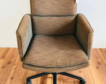 Keilhauer Ribbed Conference Chair (Iridescent Tan)