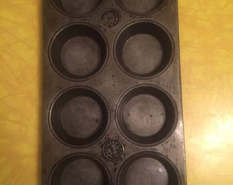 Vintage Metal Cupcake Muffin Baking Pan 8 Count