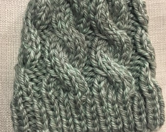 Women's cable knit hat