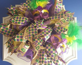 Mardi Gaas Wreath Purple, Gold,Metallic Glitter Feather Mask: Mardi Gras Purple