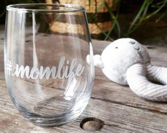 Mom Wine Glass, #Momlife Wine Glass, Mother's Day Wine Glass, Mother's Day Gift, Gift for Mom, Engraved Glass, Etched Wine Glass