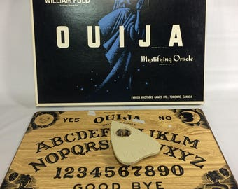 OUIJA Board Made in Canada Vintage Halloween Spirit Ghost William Fuld #600 English and French Hard To Find