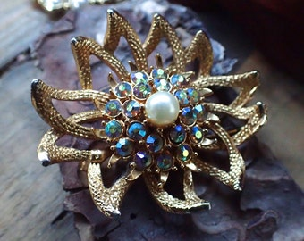 Vintage Brooch, Aurora Crystals, Antique Brooch, Floral Brooch, Flower Brooch, Gold Brooch, Blue Brooch, Vintage Jewelry, Gifts for Her