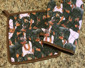 Doberman Pinscher quilted/insulated pot holder and oven mitt set