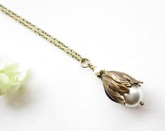 Kette, necklace,Brass Flower Jewelry,Tulip Pendant Necklace,Tulpe,cream,creme, Floral Jewelry,rustic jewelry