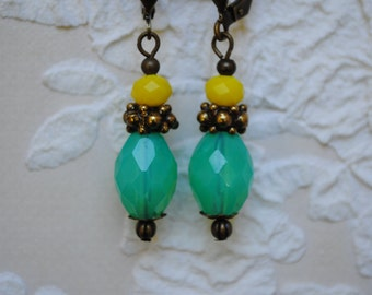 Earrings in brass, yellow and turquoise