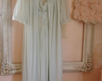 SALE vintage peignoir VANITY FAIR subdued robins egg blue nylon gown and matching robe with lace fitted bodice size 34