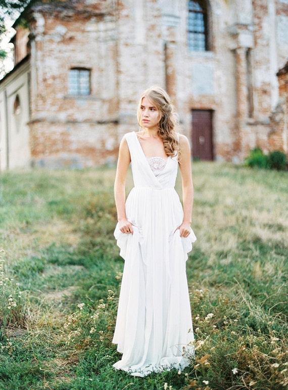 Grauweißer ärmellos v-Ausschnitt Brautkleid mit Baumwollslip