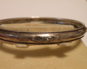 Three Leaves Sterling Silver Bangle Bracelet - 925